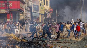 Már több tucat halottja van a muszlimok és hinduk összecsapásainak Delhiben