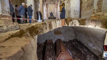 Barokk sírkamrát találtak az Árpád-kori templom alatt Türjén