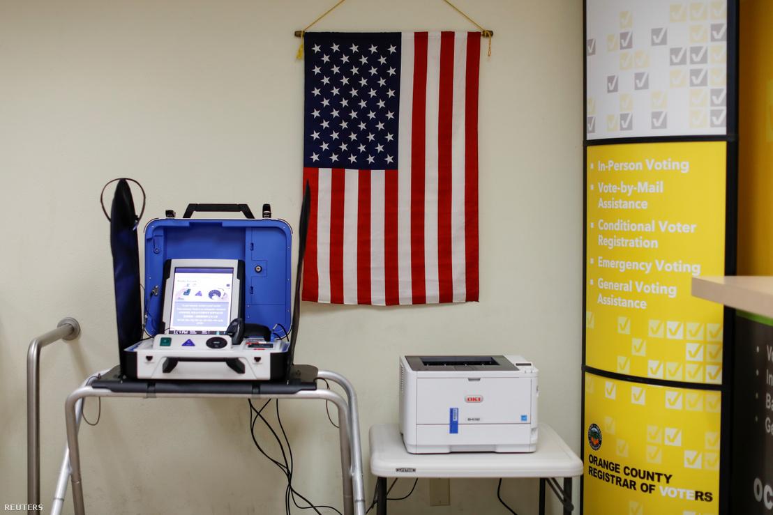 Szavazógép a kaliforniai Santa Anában, a március 3-i szuperkedd egyik helyszínén.