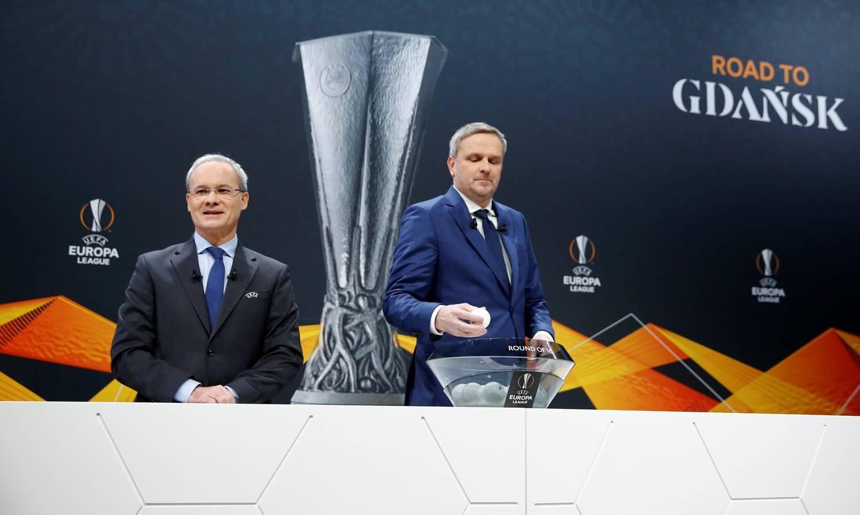 Giorgio Marchetti és Dietmar Hamann az Európa Liga nyolcaddöntőinek sorsolásán 2020. február 28-án, Nyonban.