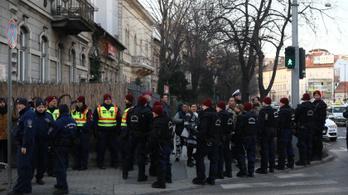 27 millió forintba került a Becsület Napja rendőri biztosítása
