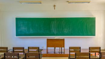 Az egyházi iskolák tanárainak kritikája a rendszer elevenébe vág