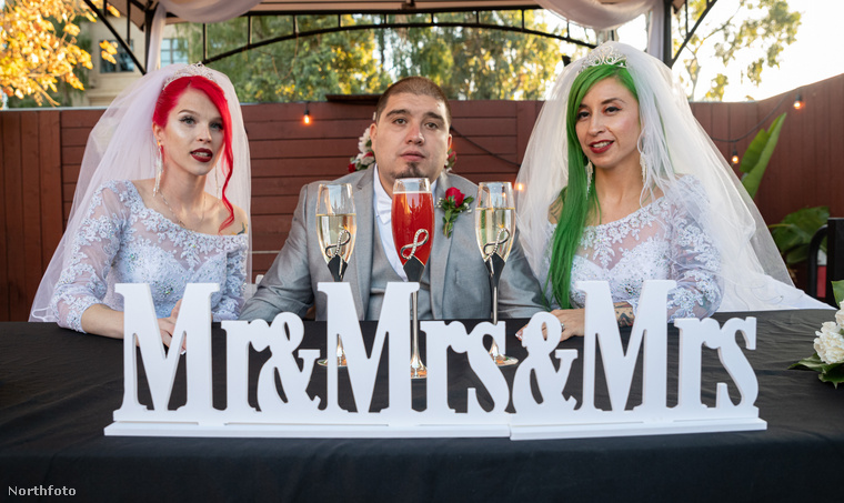 Természetesen a lakodalom jogilag nem érvényes, Kalifornia jogredszere nem teszi lehetővé, mivel hogy három személy házasodjon össze egymással.