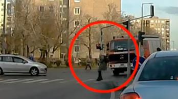 Lecsapnak a szabálytalan gyalogosokra a rendőrök Budapesten