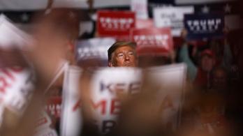 Trump szerint a koronavírus a demokraták hoaxa, amivel el akarják mozdítani