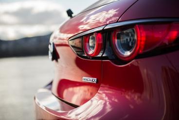 Még az Opel lámpatesteit is sikerült felülmúlni