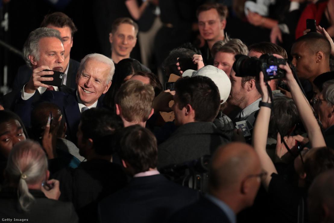 Joe Biden ünnepli győzelmét szombaton támogatói között Columbia Dél-Karolinában