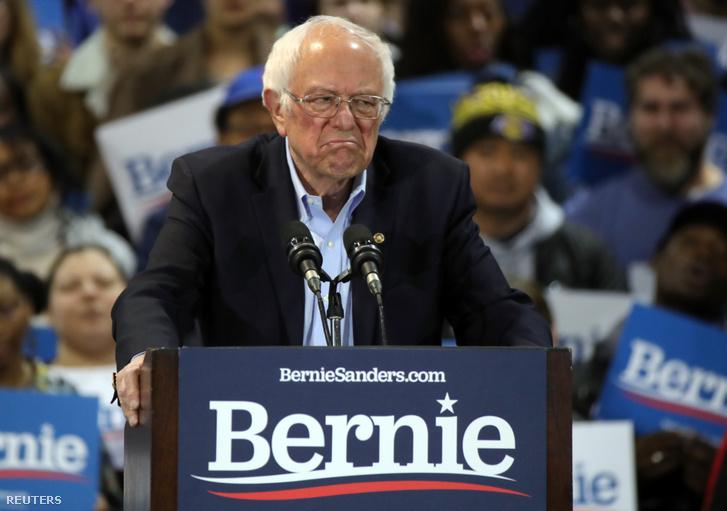 Bernie Sander szombat esti beszéde közben a Dél-Karolinában tartott előválasztáson Virgina Beachben