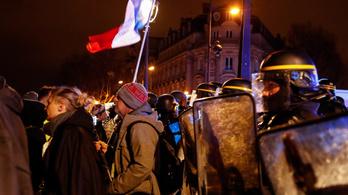 A francia kormány parlamenti szavazás nélkül vezeti be a nyugdíjreformot