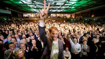 Az Egyszerű Emberek nagyot nyertek, Fico pártja visszaesett, magyar párt nem jutott be