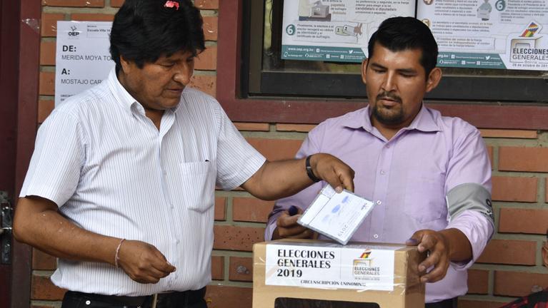 Még mindig arról megy a vita, hogy elcsalta-e Morales az elnökválasztást