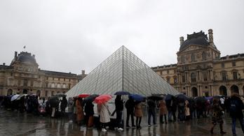 Nem nyitott ki vasárnap a Louvre a koronavírus miatt
