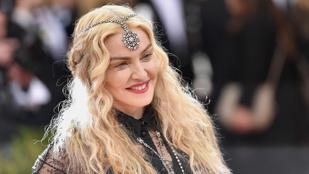 Akkorát esett Madonna a koncertjén, hogy elsírta magát