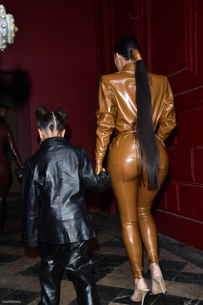 Kim Kardashian lófarka tényleg úgy néz ki, mint egy ló farka, na de talán van valami, ami ennél egy picit szembeötlőbb ezen a képen