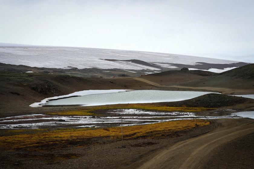 Az olvadó Collins-gleccser az Uruguay által üzemeltetett Artigas kutatóbázis közelében.