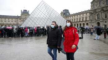 Zárva marad a Louvre