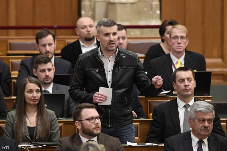 Jakab Péter a Jobbik elnöke azonnali kérdést tesz fel a miniszterelnöknek az Országgyűlés plenáris ülésén 2020. március 2-án.