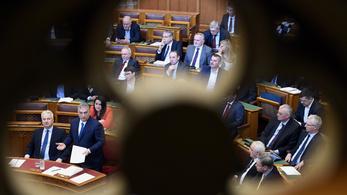 Orbán: A klímaválság elérte a Jobbikot, olvadásnak indult, mint a jéghegy