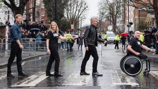 Ez menő: Harry herceg Jon Bon Jovival újraalkotta a popzene történetének leghíresebb fotóját