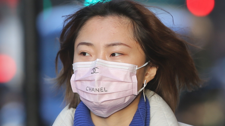 Kínában lecsengőben van a járvány, mindenhol máshol még csak most jön a java - hétfői összefoglaló