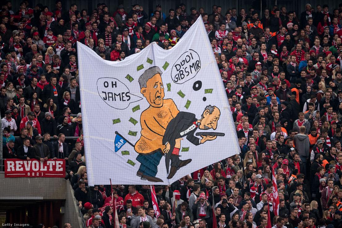 A kölni szurkolók bannere Dietmar Hoppról a 2017-es FV Köln - Hoffeinheim mérkőzésen Kölnben