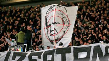 Félbeszakadt meccsek, durva üzengetés – mi történik a Bundesligában?