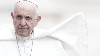 Ferenc pápa nem kapta el a koronavírust
