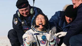 Űrhajós pozíciókat hirdetett meg a NASA