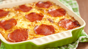 Lasagne magyarosan: kolbásszal, pirospaprikával és egy kis baconnel
