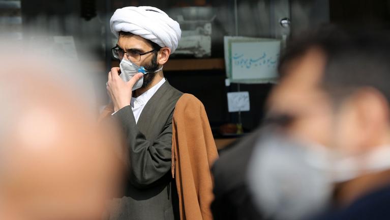 Koronavírus: Hetvenhét halálos áldozatot jelentettek Iránból