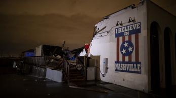Hét embert megöltek, házakat szaggattak a tornádók Tennesseeben