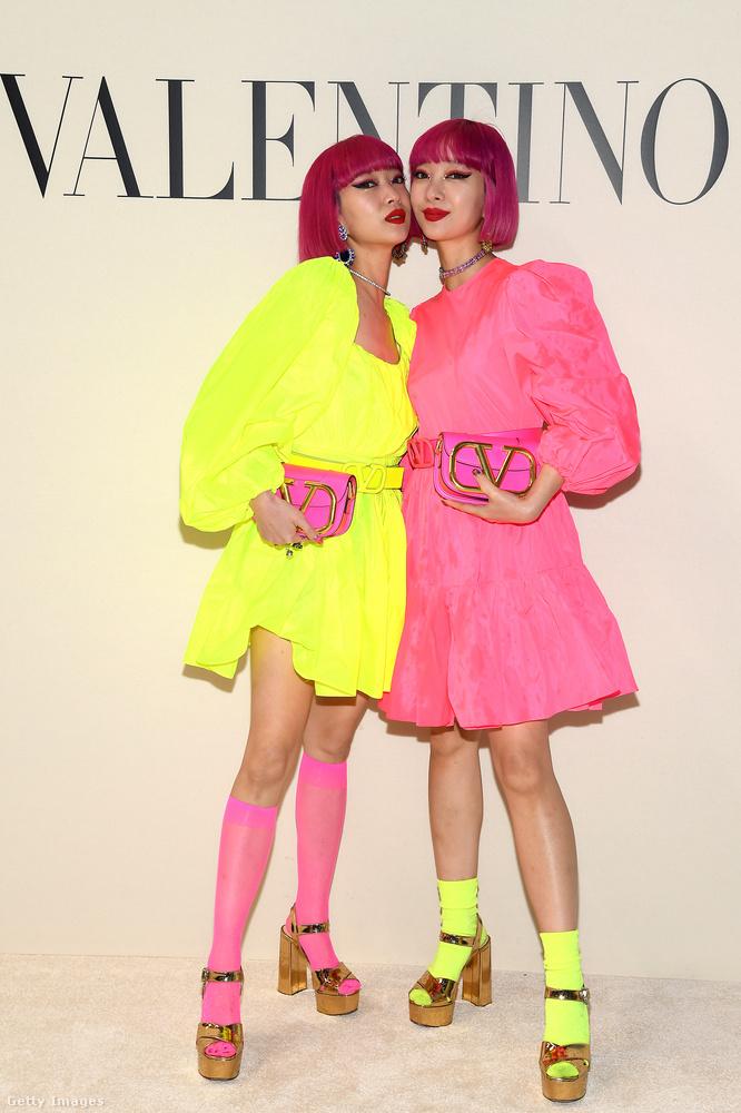 A Valentinónál meg komplementerek voltak neonsárgában és pinkben most vasárnap.