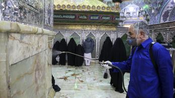 Börtönre és korbácsolásra ítélték az iráni ereklyenyalókat