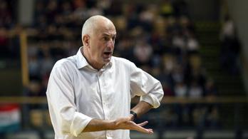 Lemondott, mégis maradhat a magyar kosárválogatott edzője