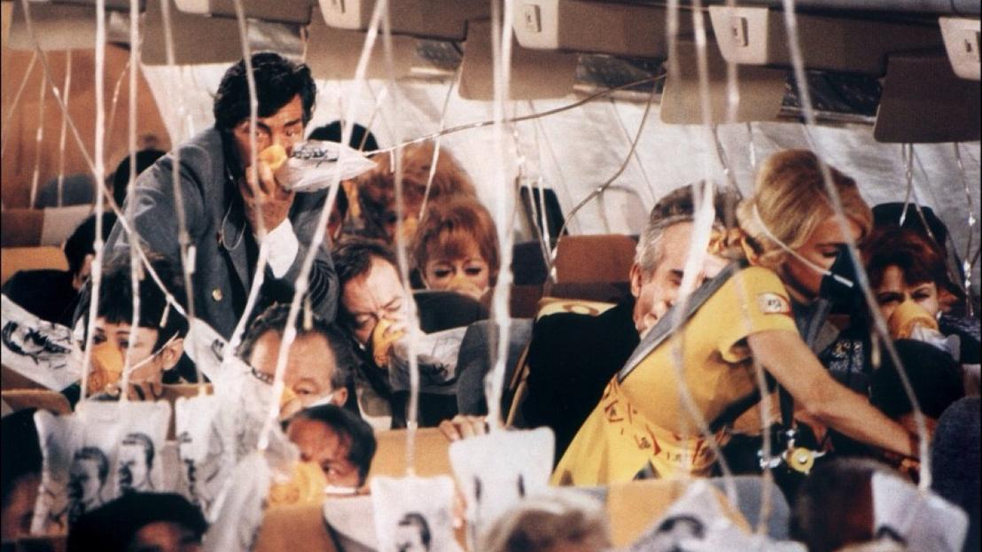 Dean Martin és Patty Poulsen az Airport egyik jelenetében