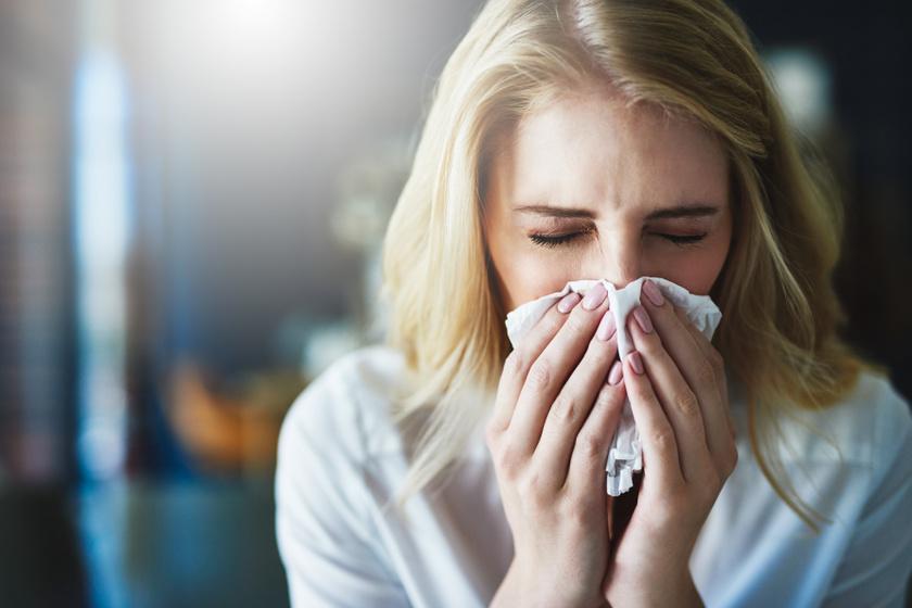 A folyamatos köhögés és tüsszögés nem csak vírusfertőzésre utalhat – Más oka is lehet a tüneteknek
