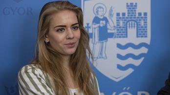 Rácz Zsófia még csak 22 éves, de egyvalamit máris úgy tol, mint a rutinos politikusok