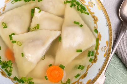 Betegségűző leves húsos batyuval Purimra - Így készül a kreplach