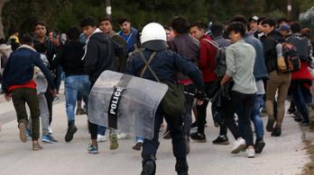 Négy nap alatt 27 ezer menekült próbált bejutni Görögországba
