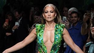 Jennifer Lopez ismét újragondolta ikonikus Versace-ruháját