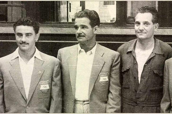 Berczelly Tibor (középen) úton az 1948-as londoni olimpiára, balra mellette Papp László, jobbra Rajcsányi László. Forrás: Magyar Nemzet 2012. március 89. szám / Arcanum adatbázis