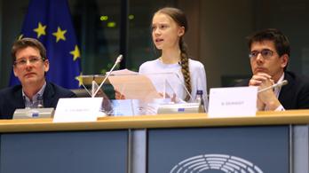 Greta Thunberg: Tudják, hogy ég a ház, de inkább visszamennek vacsorázni