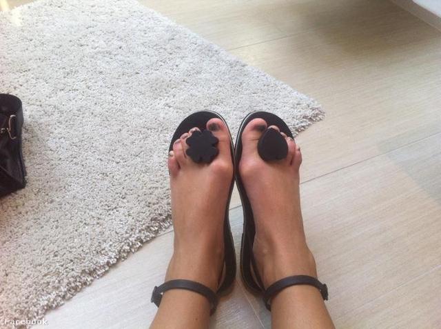 Zimány Linda rövidke lábujjai