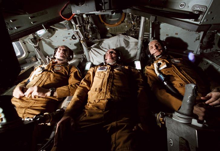 Slayton, Brand és Stafford a NASA houstoni kiképzőközpontjában, 1975. február 25-én