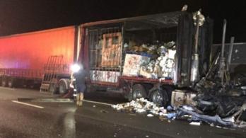 Ausztráliában lángba borult egy vécépapírt szállító kamion