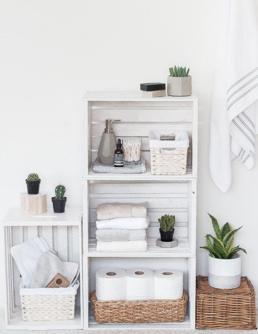 Divatos, szabadon variálható, kényelmes rakodófelületet nyújtó polcot készíthetsz, ha van otthon pár használaton kívüli faládád. De akár készen is vehetsz, utána elég lefesteni.