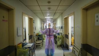 Őssejtterápiával gyógyítottak meg koronavírusos betegeket Kínában