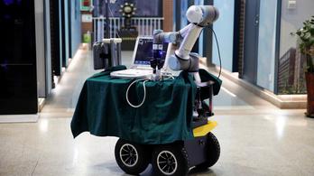 Robot segít kiváltani az orvosokat a koronavírus esetekben