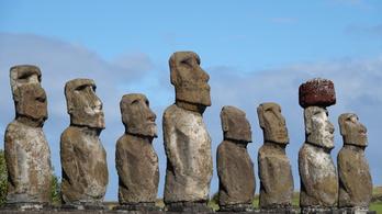 Autóval döntötték ki a Húsvét-sziget egyik híres szobrát