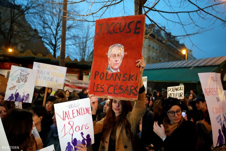Feminista csoport Polanski ellenes tüntetése a César-díj gála előtt Párizsban 2020. február 28-án